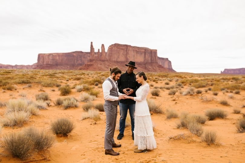 Elopement in Monument Valley