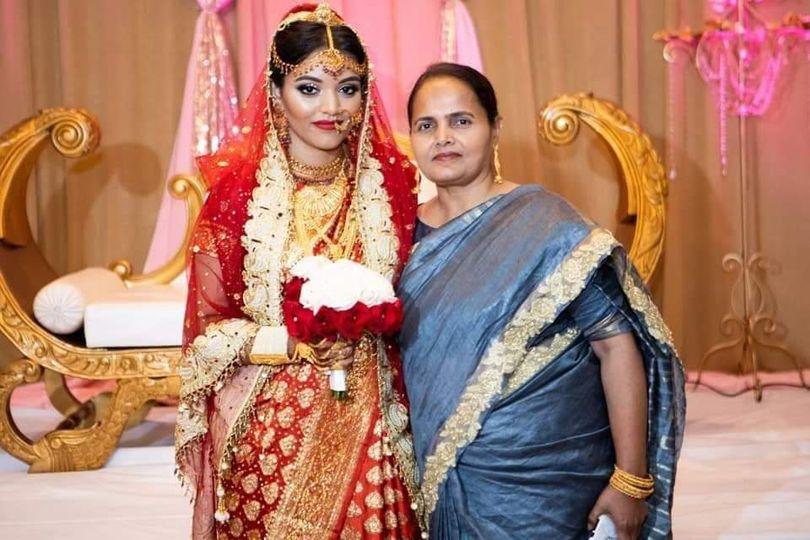 Mother/daughter makeup