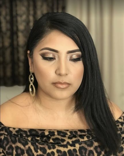 Warm brown smokey makeup