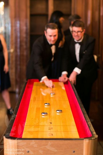 shuffleboard at a wedding calenwalde