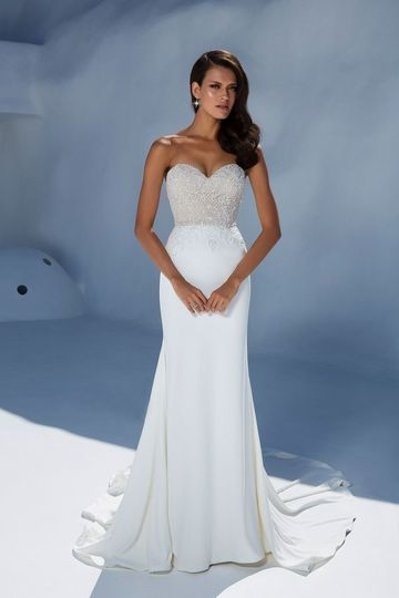 Sweetheart neckline with trumpet style dress