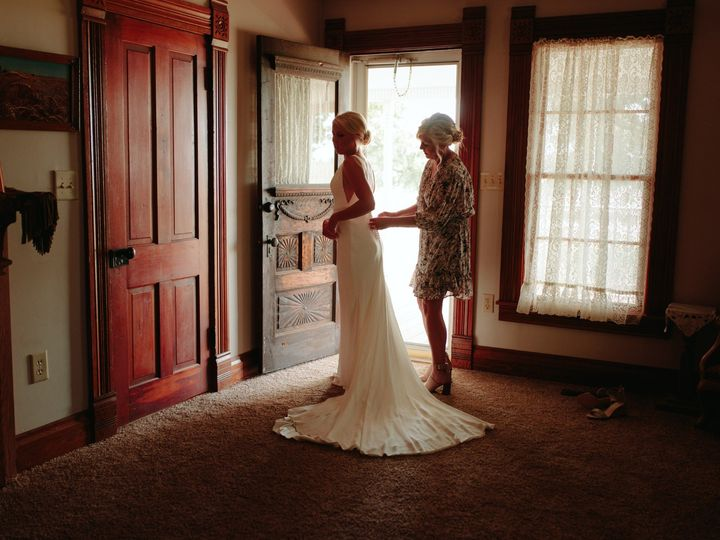 Tmx Robynrenae Tl Social 5 51 1071665 159293664819605 Boston, MA wedding photography