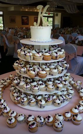 Large cupcake display and cutting cake at the york golf club in worthington