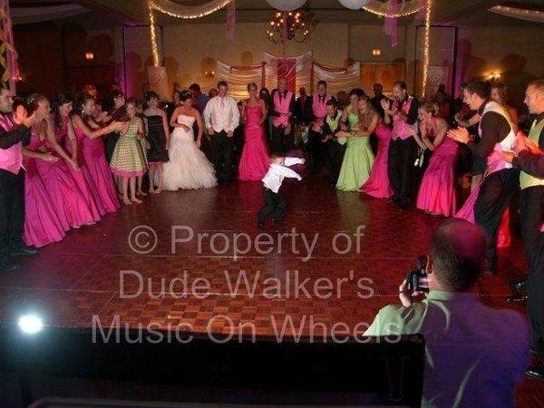 Minneapolis Wedding DJ Dude Walker - Wedding Dancers| dudewalker.org