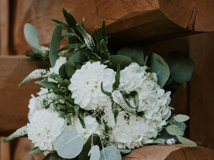 Tmx Flowers On Log 51 1087665 159421702073188 Luther, MI wedding venue
