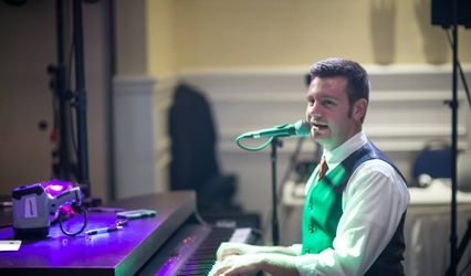 Mobile Dueling Pianos Shows 1