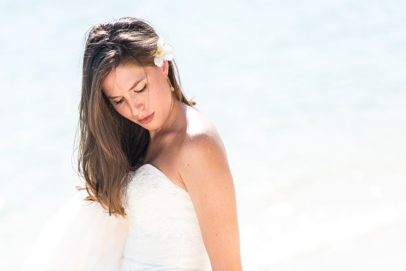 Bride Alone Portrait Session on the Beach In Hawaii