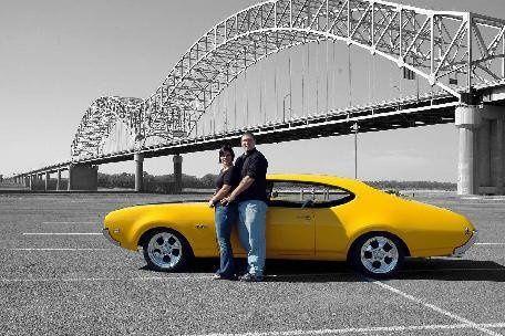 couple and car at Memphis bridge