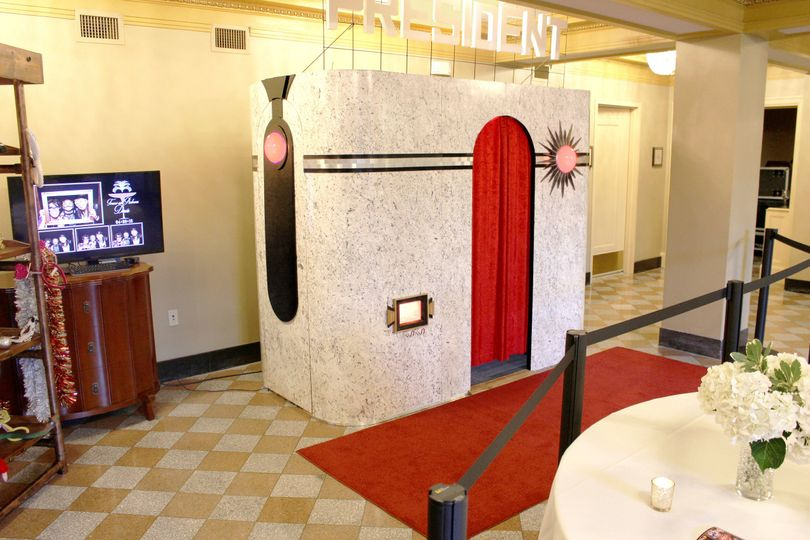 Our Art Deco Gatsby booth.