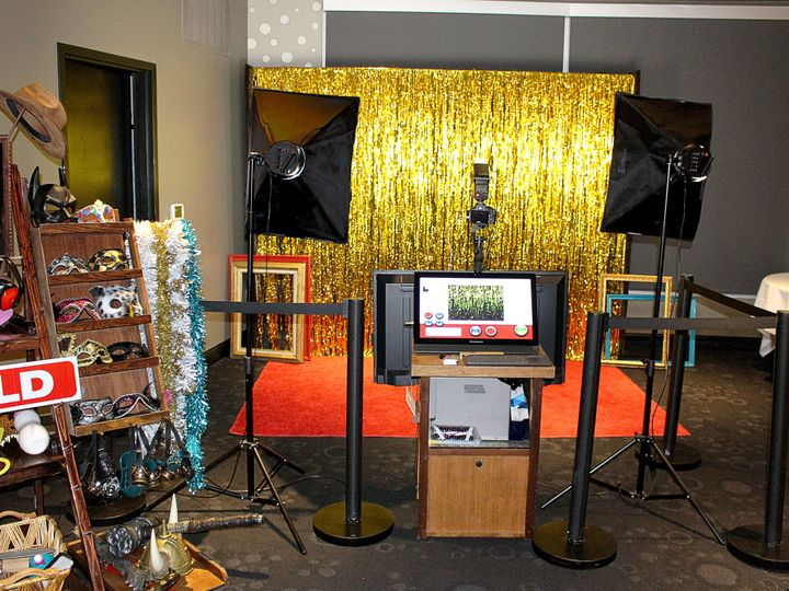 Tmx 1518114932 D39a9b5fb0189b6e 1518114928 47179f8e449be40b 1518114915491 2 Gold Red Carpet Ph Lenexa wedding rental