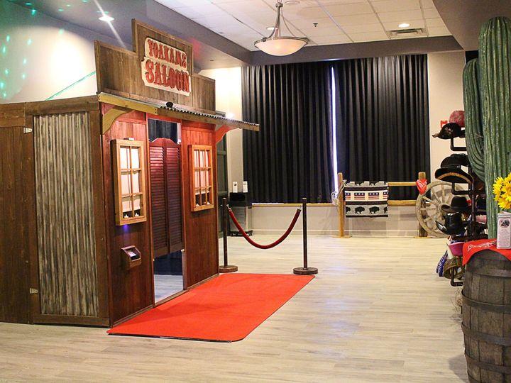 Tmx Western Rustic Wedding Saloon Photo Booth 51 663765 1573151447 Lenexa wedding rental