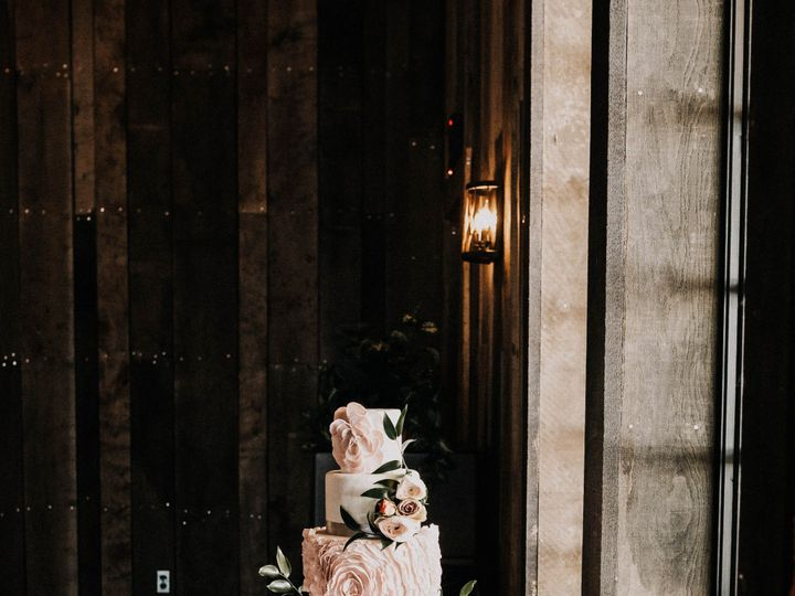 Tmx Delicatelydetailed Ipp2019 72 51 996765 1563389776 Smithville wedding cake