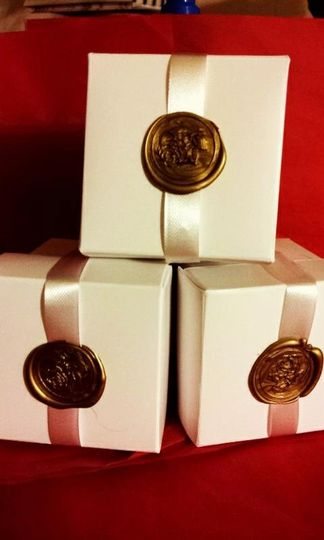 Beautiful white lidded 2x2x2 boxes with ribbon and wax stamp. Available rose seal, Star of David...