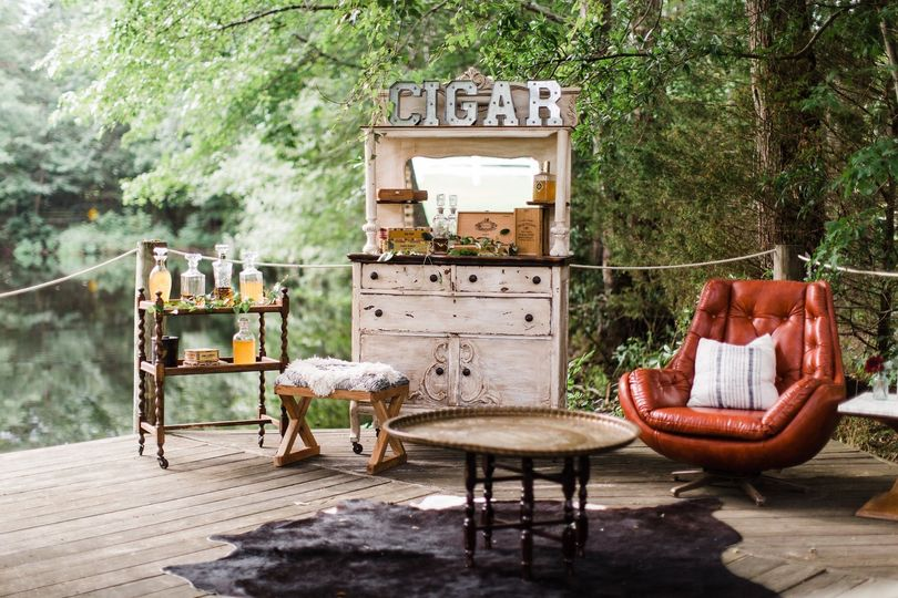 Cigar bar by the water
