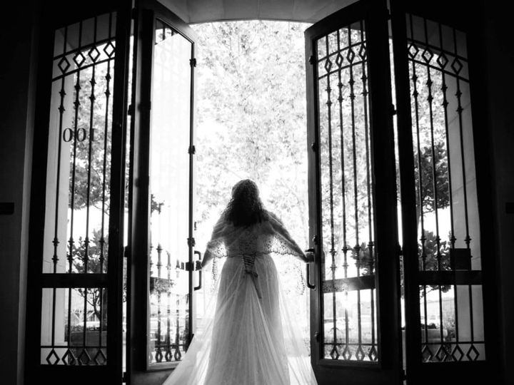Tmx Bride In Doorway Black And White 51 1046865 159010532261643 Sacramento, CA wedding planner