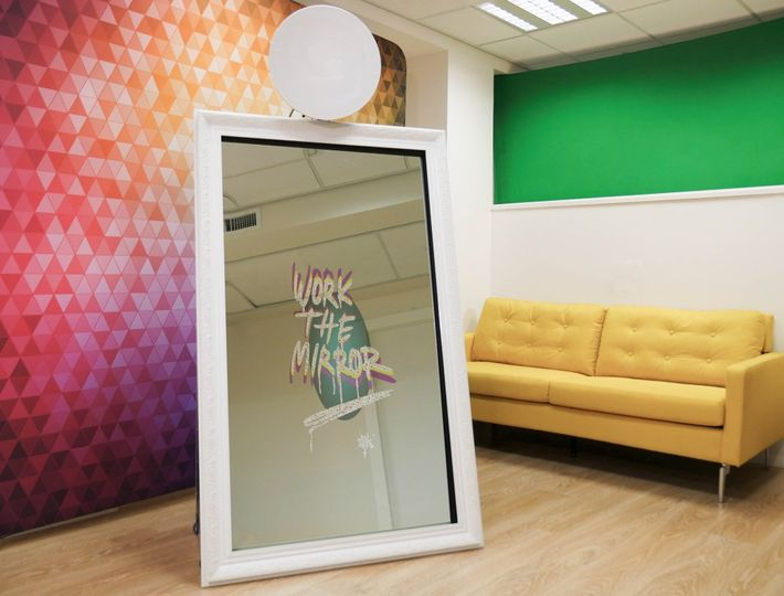 Mirror Me Photo Booth White