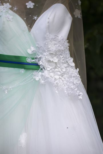 Details of the dress