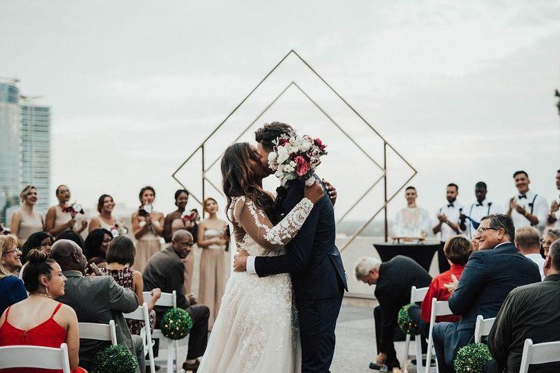 wedding first kiss 51 1063965 1571358449