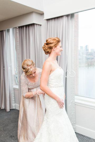 Bride getting ready - lauren dobish photography