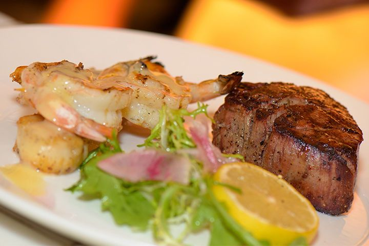 Steakhouse trio - 6oz. Filet, shrimp & scallops