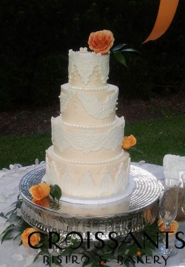 Wedding cakw with flowers