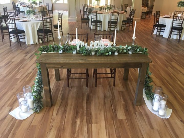Barn Sweetheart table