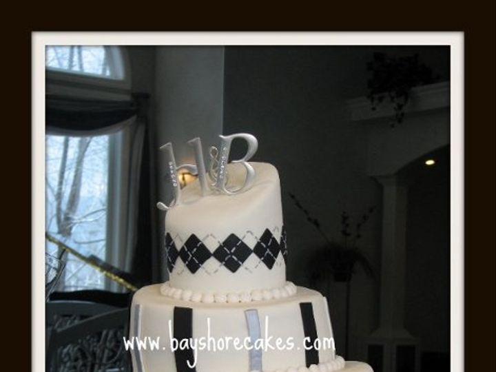 Tmx 1296609816108 Whimsicalblackwhitesilverdiamonds Sandy wedding cake