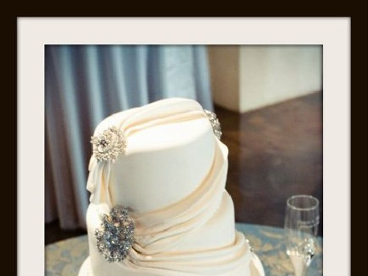 Tmx 1296609821936 Whiteswagsandbroaches Sandy wedding cake