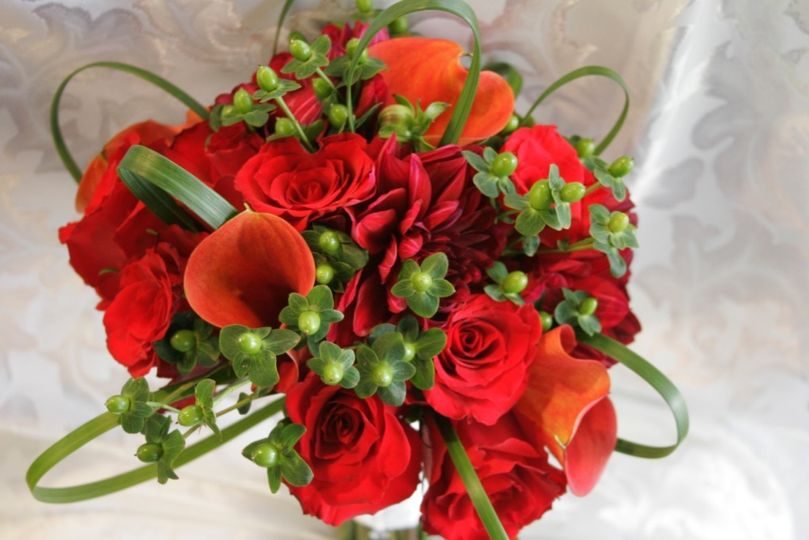 bouquet mixed reds with modern green accents