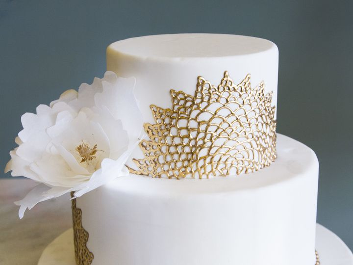 Tmx 1519153538 C2839dc1095be642 1519153535 C9dc4d22fb3df1dd 1519153533667 10 Two Tier Gold And Winston Salem wedding cake