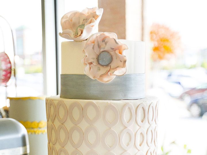 Tmx 1519153764 Df466159adc66b02 1519153721 Ffc5a1ab5c357a1c 1519153710544 22 IMG 6796 Winston Salem wedding cake