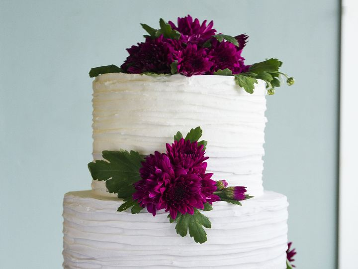 Tmx 1519153776 3c9af3e41ecb9a87 1519153718 B30fbdeb972d2faf 1519153710538 17 Grey With Purple  Winston Salem wedding cake