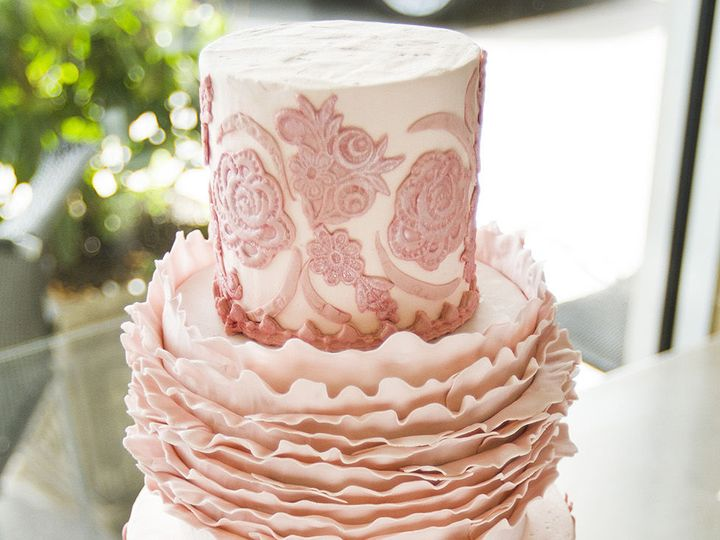 Tmx 1519153776 7df1ad40abf0478a 1519153720 7b3246d39feb39a4 1519153710543 21 IMG 6013 Winston Salem wedding cake
