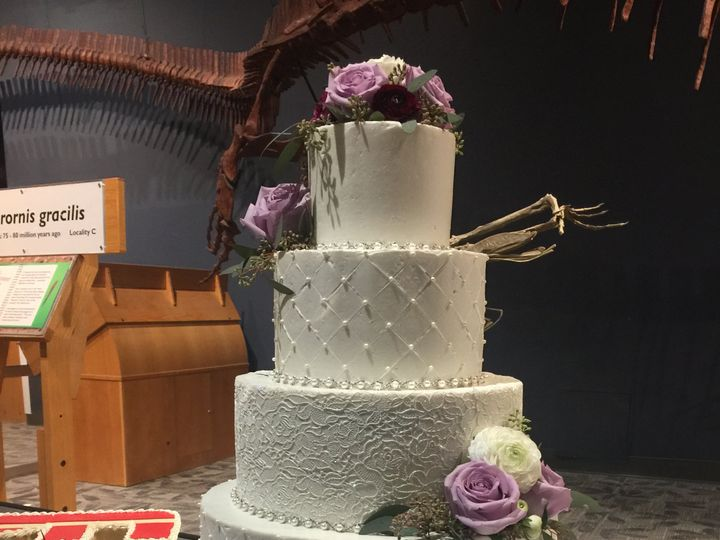 Tmx 47575197 367478594005800 938842549114634240 N 51 444375 Sanford, Florida wedding cake
