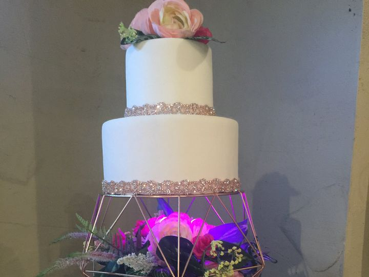 Tmx 47576634 583573438730732 6487300259520184320 N 51 444375 Sanford, Florida wedding cake