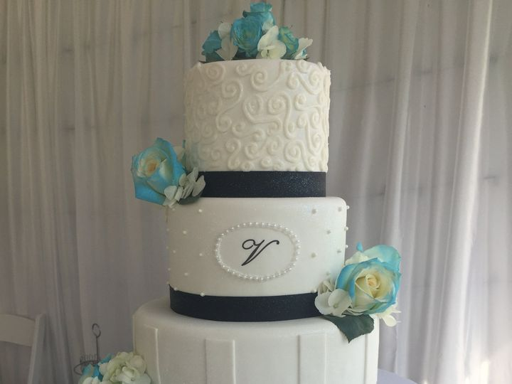 Tmx 47792594 588321218292336 9068813004438503424 N 51 444375 Sanford, Florida wedding cake