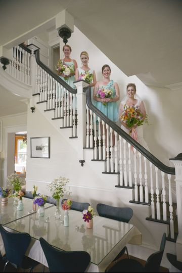 banta bride and maids on stairs