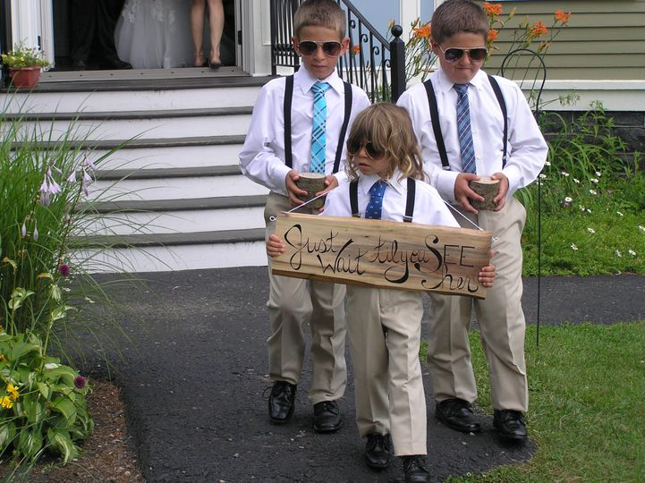 banta wedding kids in sunglasses