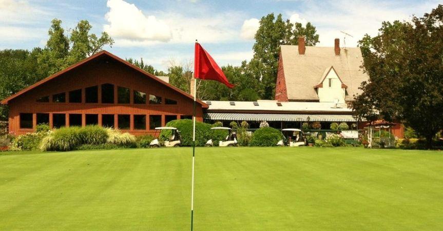 Exterior view of the Brookshire Inn & Golf Club