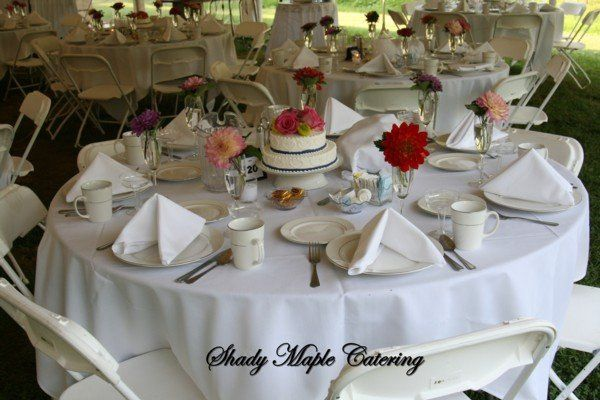 Table setting with cake centerpiece