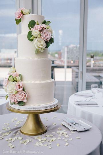 Plain white cake with rose design