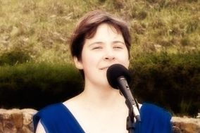 Erin Plus 1, vocalist/pianist duo