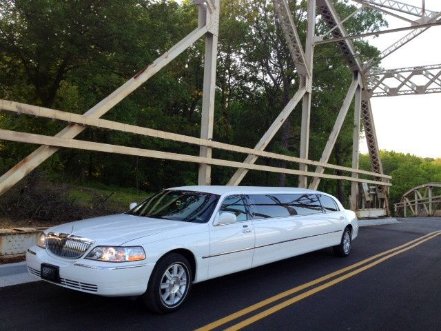 Tmx 1white Lincoln On Bridge Kristal Limousine 2 2 51 117575 1570630148 Tulsa wedding transportation