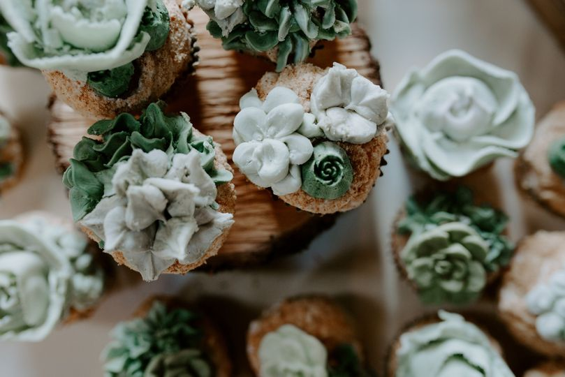 Succulent-inspired cupcakes