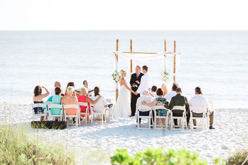 800x800 1413645421442 intimatebeachweddinghiltonnaples