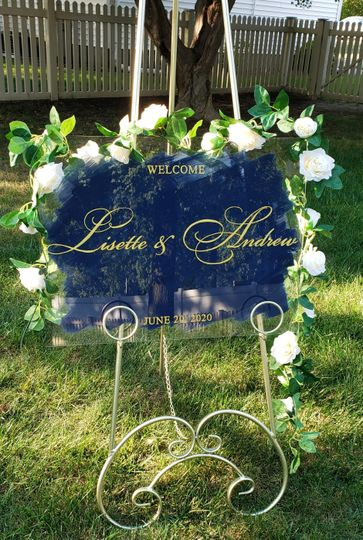 Classic clear wedding welcome