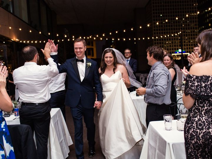 Tmx Downtown Chicago Wedding By Emma Mullins Photography107 51 1896675 157546880116434 Cleveland, OH wedding planner