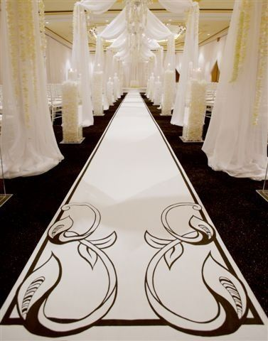 A David Tutera wedding with an Origina Runner!