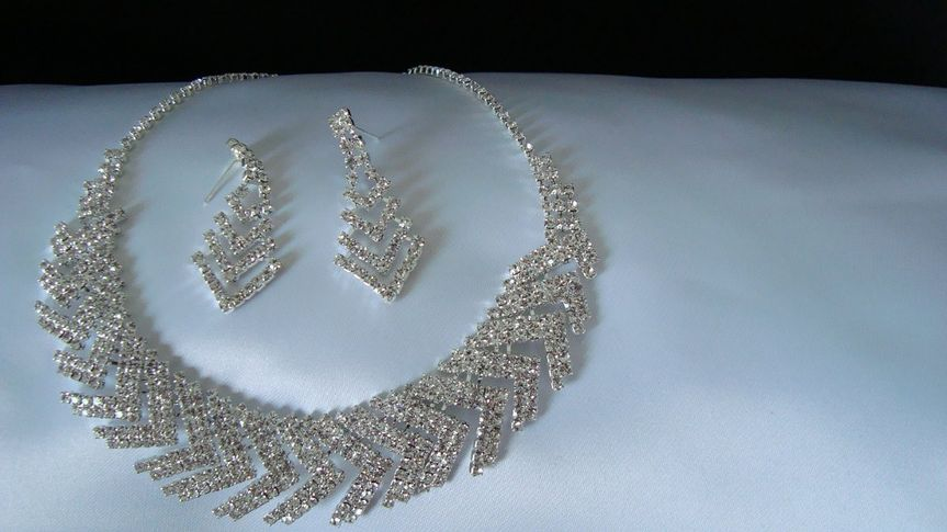 Crystal rhinestone necklace set...