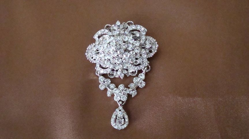 Bouquet/Cake Jewelry to die for... This pin will add glitz to both...